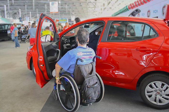 Deficientes físicos possuem direito ao desconto na compra de um carro OKM